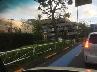 三井アウトレットパーク南大沢駐車場入口